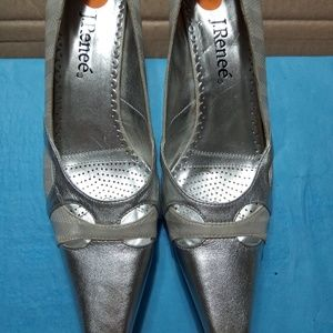 NEWJ. Renee size 9 silver two and a half inch heel